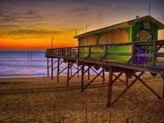 Walk 2 Blocks to Ocean and Tiki Bar!, Carolina Beach