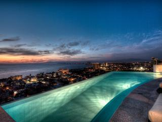 Breathtaking Contemporary 6 Bedroom Villa a short walk to the beach!, Puerto Vallarta