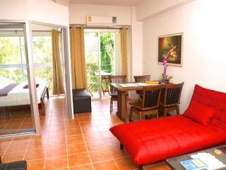 1 bedroom apartment 100m from Laem Mae Phim beach