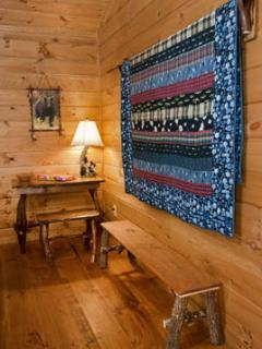 Extra hand crafted Quilts as well as Blankets and pillows guarantee a Cozy Stay in the Mountains.