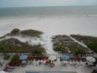 Panoramic Gulf views, north end 2 BR, Oct 8 - 15, Fort Myers Beach