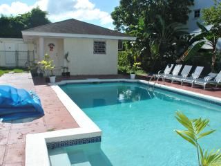 Triple M's Poolside Retreat- PERFECT LOCATION !!!!, Nassau