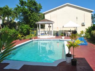 Triple M's Seabreeze Cottage - PERFECT LOCATION!!, Nassau
