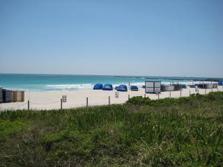 SOUTH OF FIFTH, 2 BEDS, 2 BLOCKS TO BEACH!