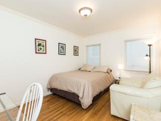 2 Bedroom Condo Only 1 Block to UCB