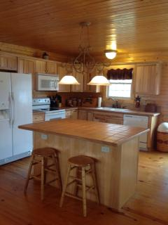 Beautiful Blue Ridge Mt view cabin with hot tub, Luray