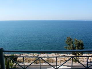 Apartment by the sea, 3rd floor, Piraeus