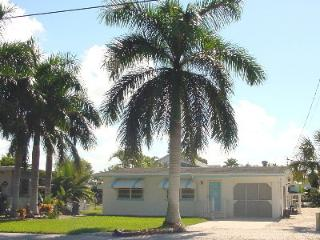 Royal Palms Getaway, Pool, Dock and Beach Access, Fort Myers Beach