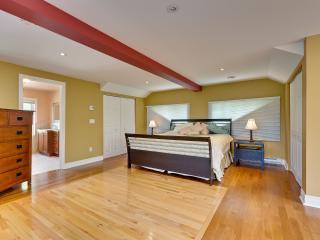 2500sqft 3 bedroom Sutton vacation rental house