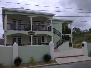 Spacious ground floor 1 bed with a pool, Maxwell