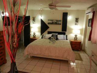 #6 Old Jamaica Luxury 2-Bedroom, Kingston