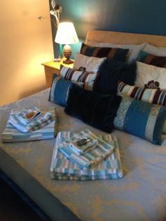Euginie Bedroom - Private Bathroom 'King Size Bed'