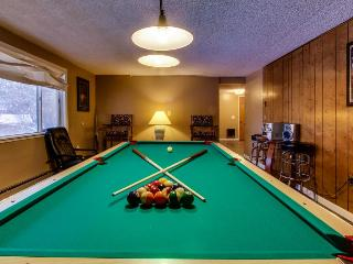 Lakeview home with pool table & boat slip, Harrison