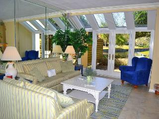 Reduced Rates! Budget-friendly villa with lake view, amenities, and tram!, Miramar Beach