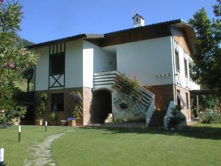 Lovely villa with panoramic pool & gardens between Lucca  & Pisa, San Lorenzo a Vaccoli