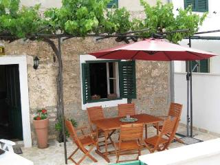 STONE COTTAGE BOL ISLAND OF BRAC