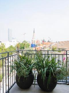 2.5BD 2BR ,NEW LUXURY APT 2 balcony , TLV, Great Location- 5MIN walk tothe BEACH