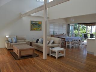 Broadleys Pet Friendly Beach House, Point Lookout
