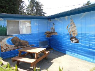 Mural cabin on the coast., Coos Bay