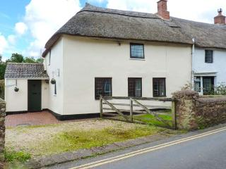 DAISY COTTAGE, character features, off road parking, good base for Exmoor and