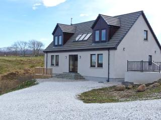 ROSELEA upside-down accommodation, superb views, pool table in Broadford Ref 905441