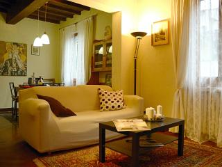 Charming 1 Bedroom Apartment at Ognissanti in Florence, Florencia