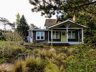 Pet-friendly Craftsman w/wood stove; near park; space for 6, Gearhart