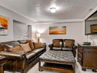 Spacious and sophisticated home w/ private hot tub - close to skiing