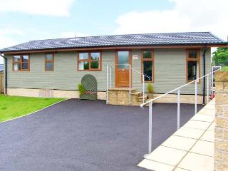 POPPY LODGE, quality detached lodge with en-suite, vaulted ceiling, excellent