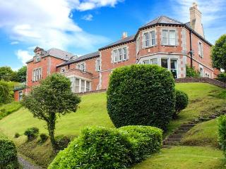 TELFORD HOUSE, impressive riverside property, superb views, pet-friendly, Menai Straits Ref 14628, Menai Bridge