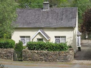 RIVER RUN COTTAGE, ground floor bedroom and bathroom, multi-fuel stove, lawned g