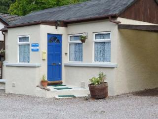 SPRINGBURN, all ground floor, pet-friendly cottage in fantastic touring location