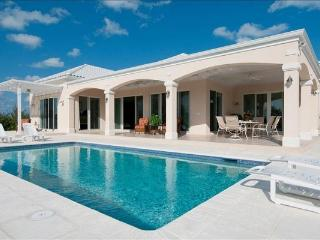 Stunning 360 degree views of the neighboring Leeward waterway, this villa is 5 minutes from the ocean. IE VIV