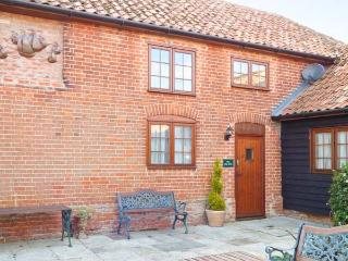 THE HAYLOFT COTTAGE, barn conversion, en-suites, parking, shared garden, in