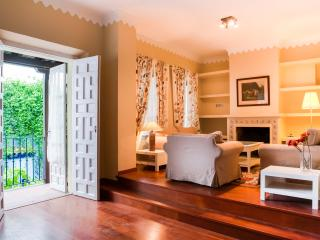 Luxury 3 Bedrooms Apartment Beside The Cathedral.