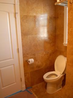 Suite D - Luxury Bathroom