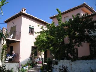 Granada Country House, duplex,  pool, garden, WiFi