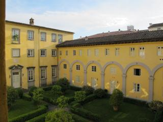 Luxurious, beautiful designer apartment in Lucca!