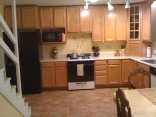 Large Kitchen & Breakfast Table for 4