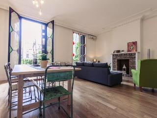 Luxury apartment in the centre for up to 11 guests, Barcelona