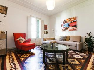 Huge flat near Pl. Catalunya for up to 13 guests!, Barcelona