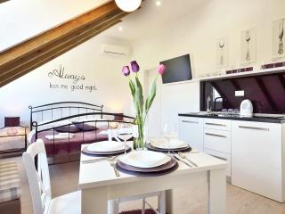 Violet luxury studio in center of Split ****