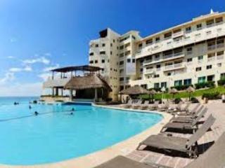 Cancun Plaza Condominium (room 002)