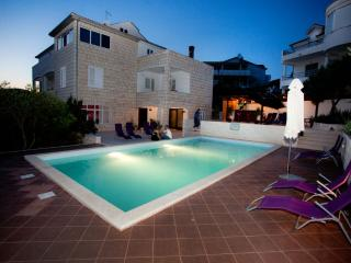 Penthouse A1 with view in villa Marijeta with pool, Hvar
