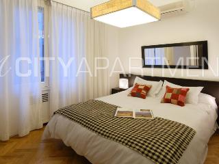 LUXURY 3 BEDROOM/ 3 BATH (RH3) AMAZING FRENCH STYLE BUILDING!, Buenos Aires