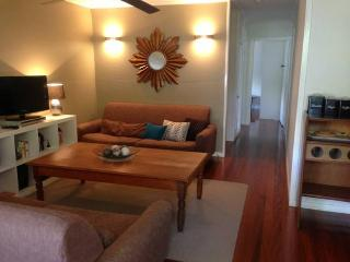 Dahlia Cottage - Self catering, Fully furnished in, Brisbane