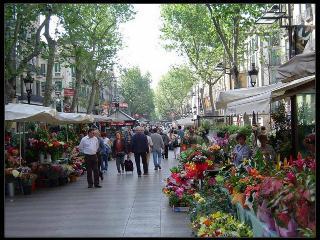 Rambla Apartment Only 10 Min Walk To La Rambla, Barcelona
