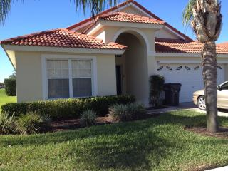 Beautiful villa in gated community, 5 bedroom,4 bathroom private pool/spa near disney