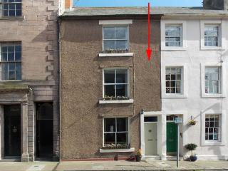 40 RAVENSDOWNE, pets welcome, fantastic location, Grade II listed, character town house in Berwick upon Tweed, Ref. 27454