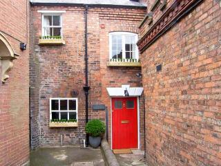 OLD SORTING OFFICE, Sky Sports, hot tub, character features, WiFi, pet-friendly, in Hawarden, Ref. 29375